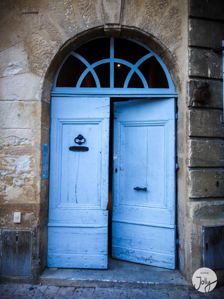 Blaue Tür | Frankreich 2014 | Reisegeschichten auf www.jollyandluke.de